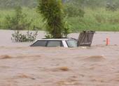 Циклон принес в Австралию ливни и наводнения