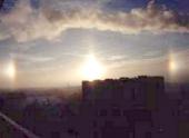 Морозы вызвали в небе над Москвой красивое оптическое явление — «ложные» солнца