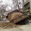 Камаз провалился под землю в Ташкенте