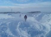 Западную Сибирь снова ждут метели, дорожники переходят на режим ЧС