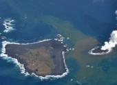 На архипелаге Бонин вулканический остров поглотил своего соседа