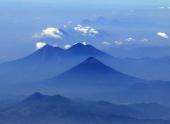 Вулканы Гватемалы позируют для исследовательских миссий НАСА