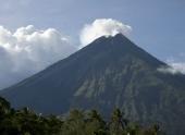 Вулкан Майон на Филиппинах выбросил новый поток лавы