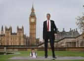 Самый высокий и самый низкий жители планеты сфотографировались вместе