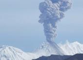 Вулкан Жупановский изверг 100-километровое облако пепла