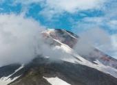 Вулкан Авачинский начал проявлять повышенную парогазовую активность