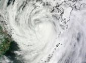На юге Японии из-за тайфуна приостановлено транспортное сообщение
