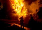 Пожарные Калифорнии продолжают попытки обуздать лесные пожары
