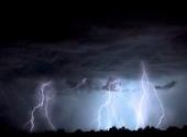 Странная аномалия в Австралии: за два часа ударило около 133 тысячи молний и выпал град величиной с теннисный мяч – кадры