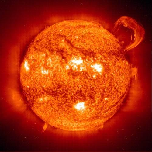 Колоссальный выброс на Солнце, снятый зондом SOHO в марте 2004 г