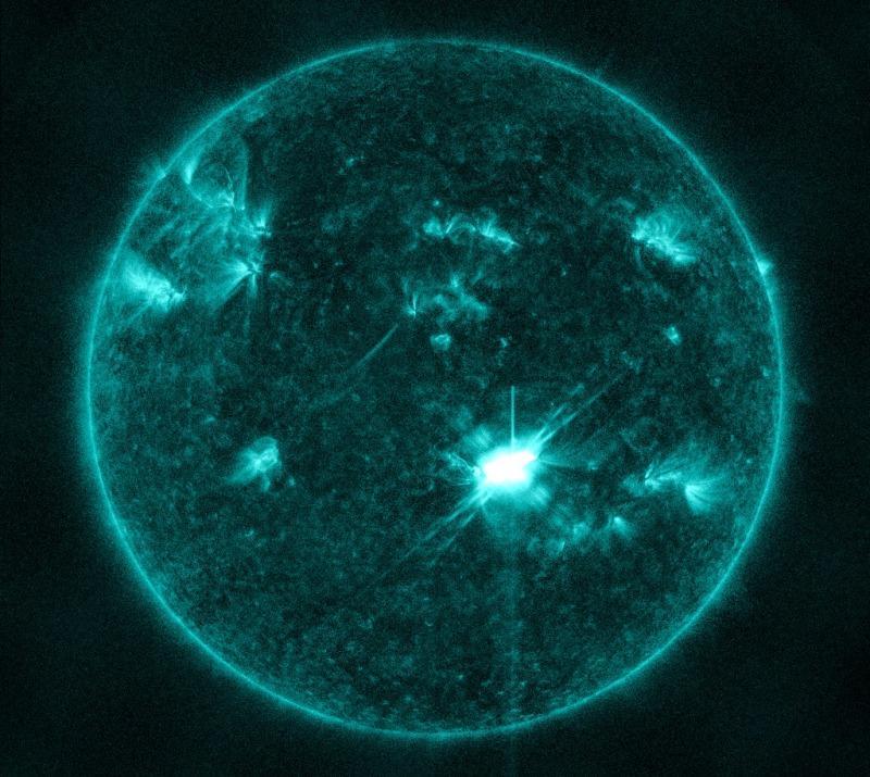 На Солнце в 5 утра по московскому времени зарегистрирована первая в новом цикле вспышка высшего рентгеновского класса X