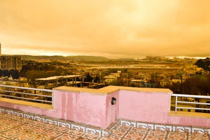 Необычные природные явления в Баку - небо стало желтым